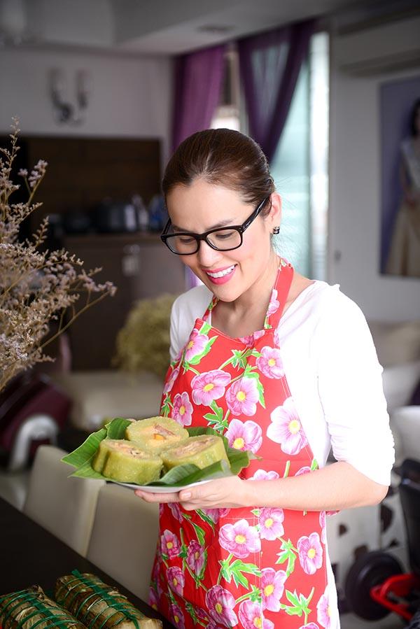 Á hậu Phương Lê tất bật vào bếp nấu bữa cơm tất niên - Ảnh 3.