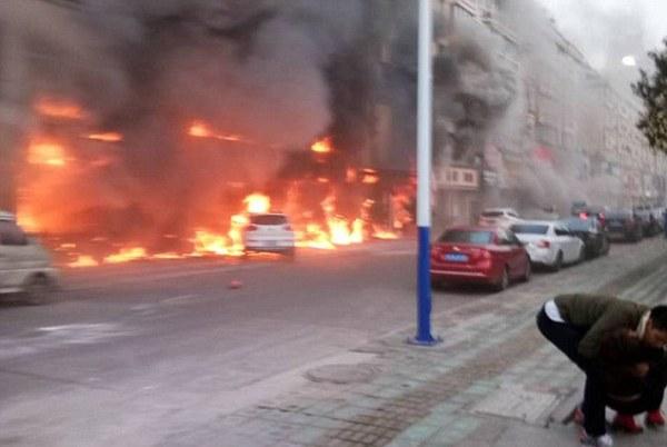 Trung tâm chăm sóc sắc đẹp bốc cháy dữ dội, ít nhất 18 người chết - Ảnh 3.