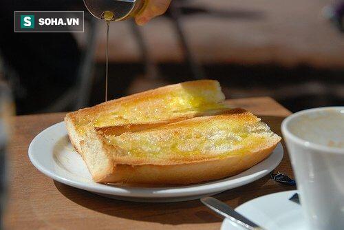 Mỗi ngày ăn 1 - 2 lát bánh mì với dầu ô liu: Những tác dụng mà bạn không ngờ! - Ảnh 1.