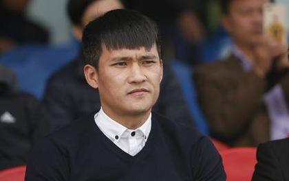Công Vinh rất bức xúc sau trận đấu trên sân CLB Thanh Hóa.