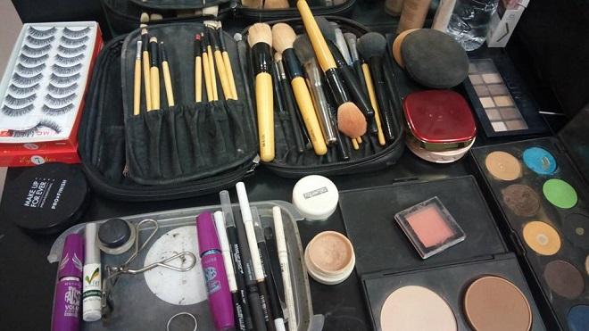 Buổi làm việc của chuyên gia make-up Phi Phi tại phim trường - Ảnh 2.