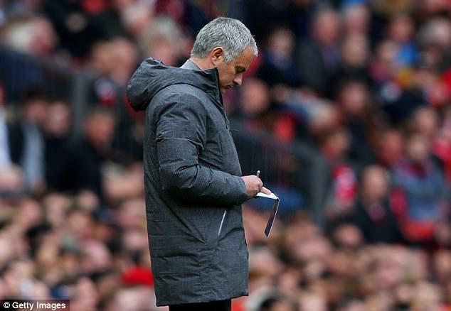 """Bị cưa điểm, Mourinho tức tối chê phỏng viên """"ngớ ngẩn"""" - Ảnh 1."""