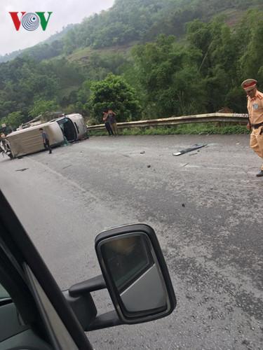 Ảnh: Hiện trường vụ tai nạn thảm khốc trên cầu Sài Hồ, Lạng Sơn - Ảnh 2.