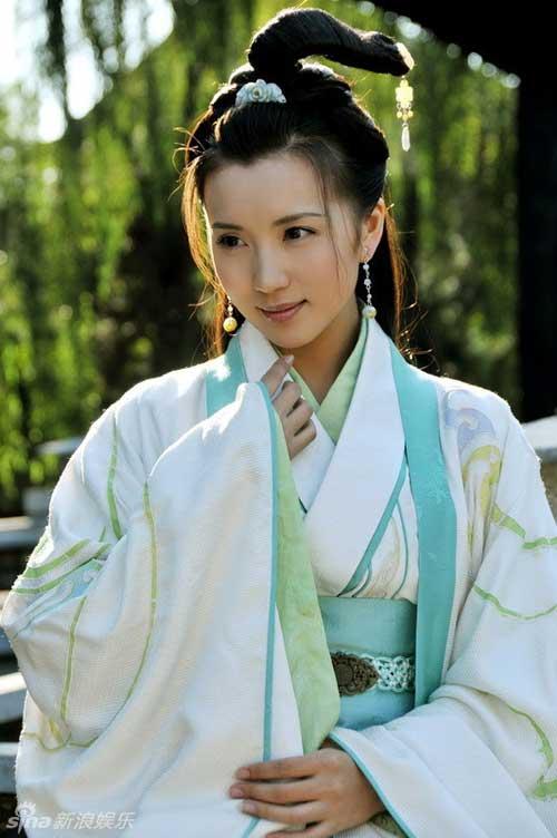Vẻ đẹp vạn người mê ở tuổi 38 của diễn viên Như ý, Cát Tường - Ảnh 2.