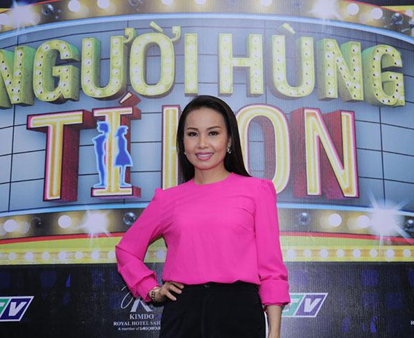Cẩm Ly tất bật chạy show làm giám khảo - Ảnh 1.