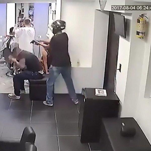 Chờ cắt tóc, phụ tá của ông trùm khét tiếng bị ám sát - Ảnh 2.