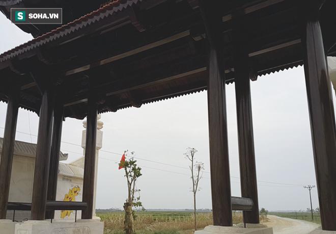 Cận cảnh cổng làng hơn 4 tỷ đồng làm từ gỗ quý ở Nghệ An - Ảnh 6.