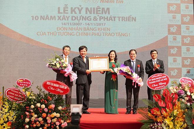 Hoa hậu Phạm Hương nhảy Flashmob cùng 1000 sinh viên Đại Nam - ảnh 3