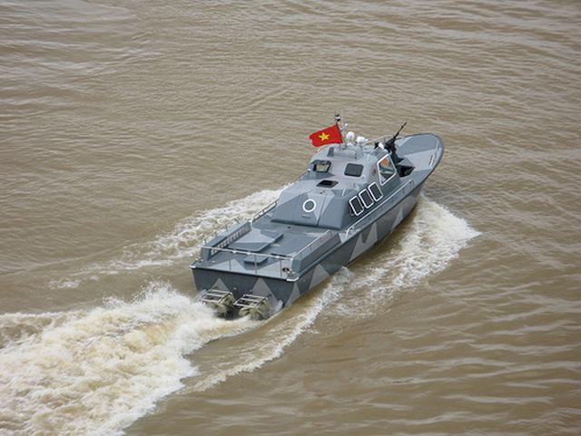 Việt Nam không cần xuồng cao tốc Raptor Nga khi đã có CQ-02 đặc chủng? - Ảnh 2.
