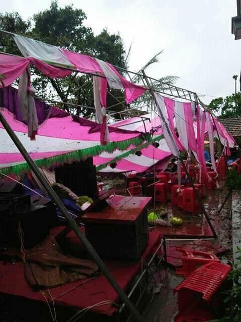 Hình ảnh các đám cưới trong ngày mưa bão khiến người ta chạnh lòng  - Ảnh 3.