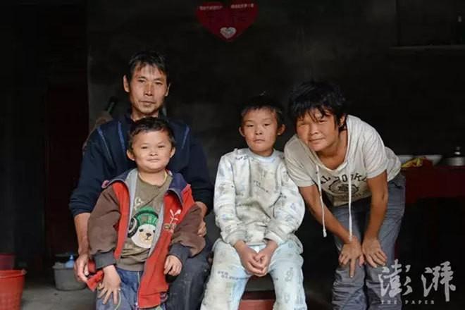 Cậu bé nghèo biến thành cỗ máy kiếm tiền, tấn công làng giải trí nhờ giống hệt Jack Ma - Ảnh 3.