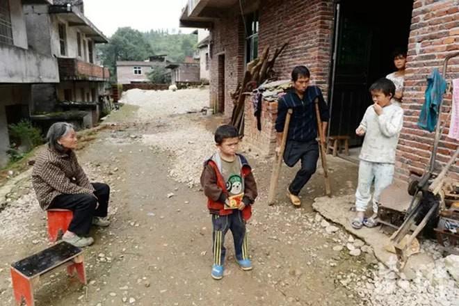 Cậu bé nghèo biến thành cỗ máy kiếm tiền, tấn công làng giải trí nhờ giống hệt Jack Ma - Ảnh 4.