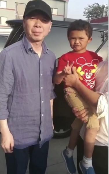 Cậu bé nghèo biến thành cỗ máy kiếm tiền, tấn công làng giải trí nhờ giống hệt Jack Ma - Ảnh 8.
