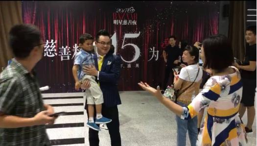 Cậu bé nghèo biến thành cỗ máy kiếm tiền, tấn công làng giải trí nhờ giống hệt Jack Ma - Ảnh 6.