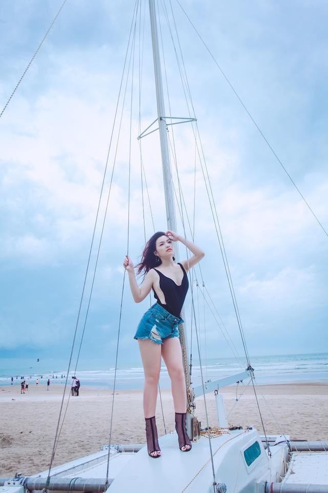 Phong cách sexy của cô gái đẹp nhất phim Việt mặc áo yếm đang gây tranh cãi - Ảnh 6.