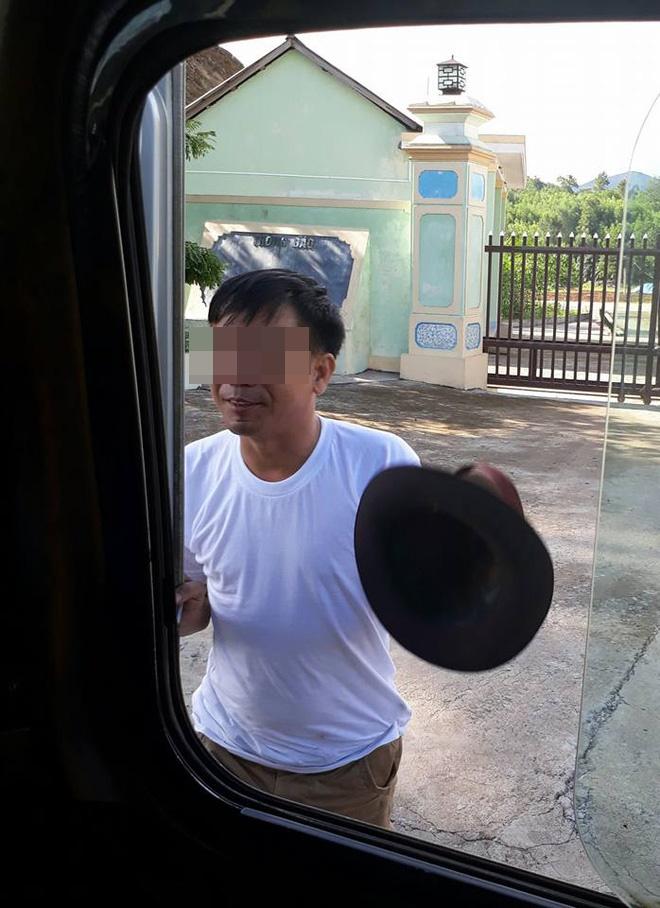 Cậu bé nghèo bị bệnh và hành động bất ngờ của người đàn ông lạ mặt trên chuyến xe khách - Ảnh 2.