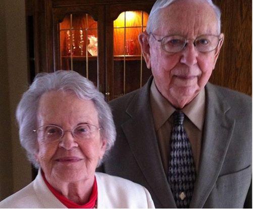 Qua đời cách nhau 30 tiếng, cặp vợ chồng già chứng minh tình yêu quả thực có phép màu! - Ảnh 1.