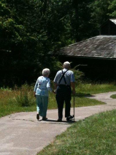 Qua đời cách nhau 30 tiếng, cặp vợ chồng già chứng minh tình yêu quả thực có phép màu! - Ảnh 2.