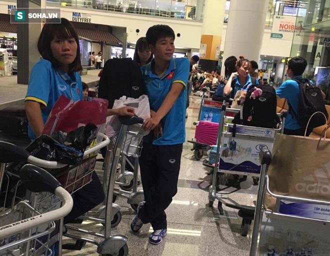 Livestream: Đội bóng đá nữ Việt Nam về nước trong vòng tay người hâm mộ - Ảnh 2.