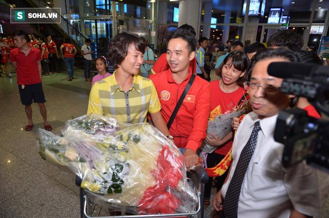 Livestream: Đội bóng đá nữ Việt Nam về nước trong vòng tay người hâm mộ - Ảnh 12.