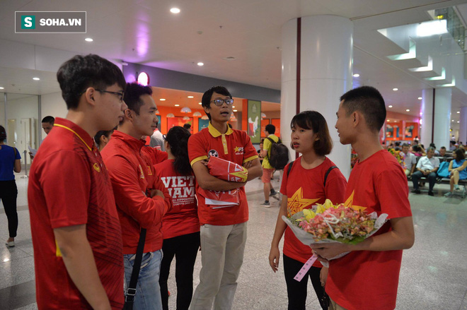 Livestream: Đội bóng đá nữ Việt Nam về nước trong vòng tay người hâm mộ - Ảnh 14.