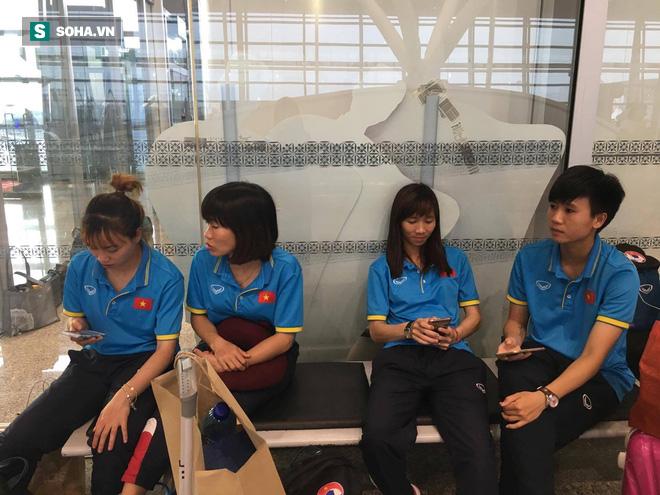 Livestream: Đội bóng đá nữ Việt Nam về nước trong vòng tay người hâm mộ - Ảnh 15.