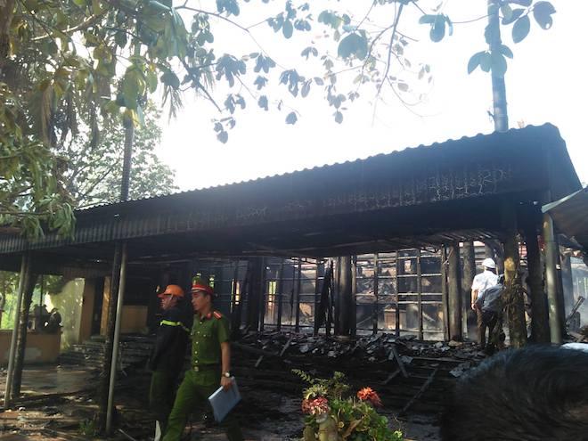 Ngôi đền cổ Độc Lôi Sơn bằng gỗ cháy rụi trong chốc lát - Ảnh 5.
