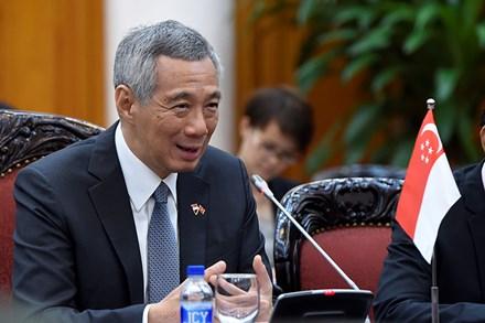 Thủ tướng Nguyễn Xuân Phúc tặng Thủ tướng Singapore món quà độc đáo - Ảnh 7.