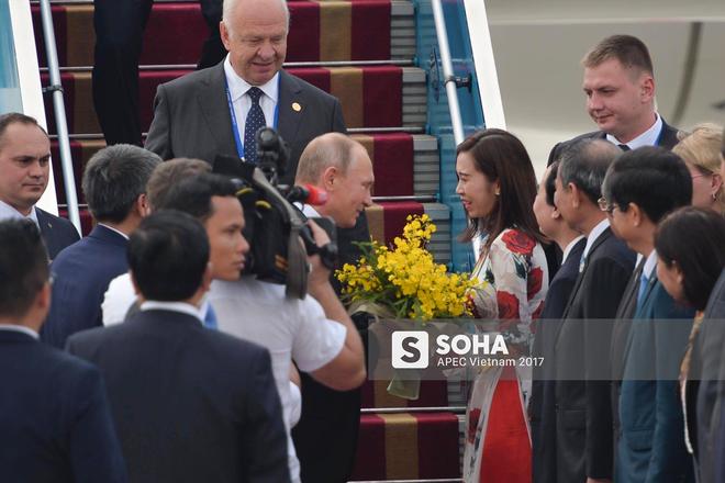 Được tặng hoa cho Thủ tướng Lý Hiển Long, đây là cô gái hot nhất MXH sáng nay - Ảnh 5.