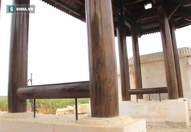 Cận cảnh cổng làng hơn 4 tỷ đồng làm từ gỗ quý ở Nghệ An - Ảnh 4.