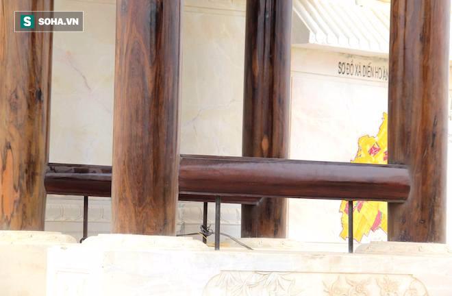 Cận cảnh cổng làng hơn 4 tỷ đồng làm từ gỗ quý ở Nghệ An - Ảnh 8.