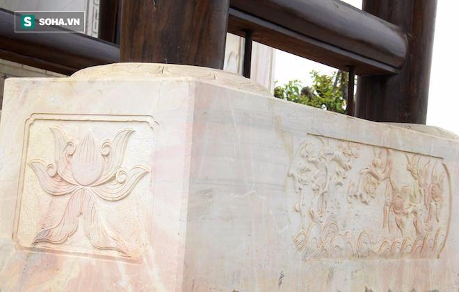 Cận cảnh cổng làng hơn 4 tỷ đồng làm từ gỗ quý ở Nghệ An - Ảnh 9.