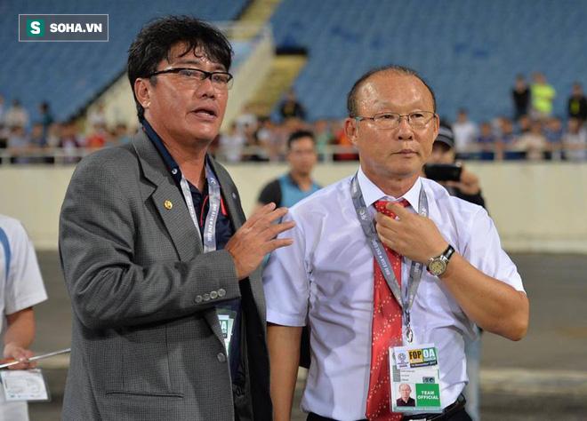 Giống Hữu Thắng, HLV Park Hang-seo có màn chào khán giả theo phong cách soái ca - Ảnh 3.