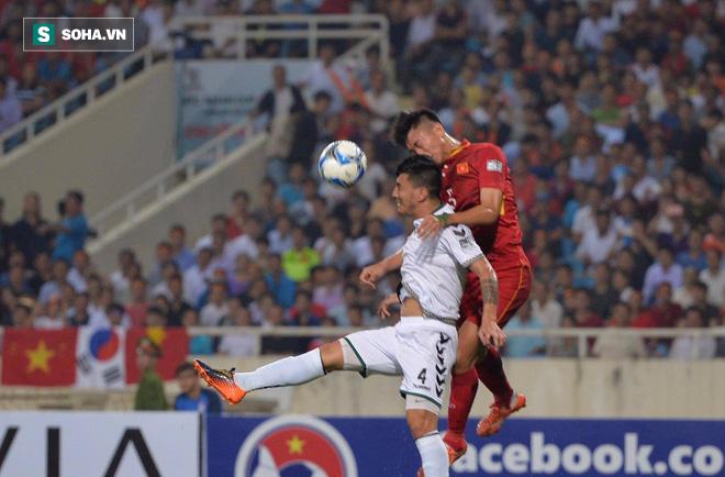 Sau khi trách Việt Nam chơi không đẹp, HLV Afghanistan hành động bất ngờ - Ảnh 1.