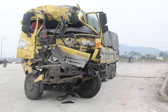 5 ô tô vỡ nát đầu sau tai nạn liên hoàn trên đường tránh TP Vinh - Ảnh 3.