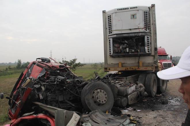 5 ô tô vỡ nát đầu sau tai nạn liên hoàn trên đường tránh TP Vinh - Ảnh 2.