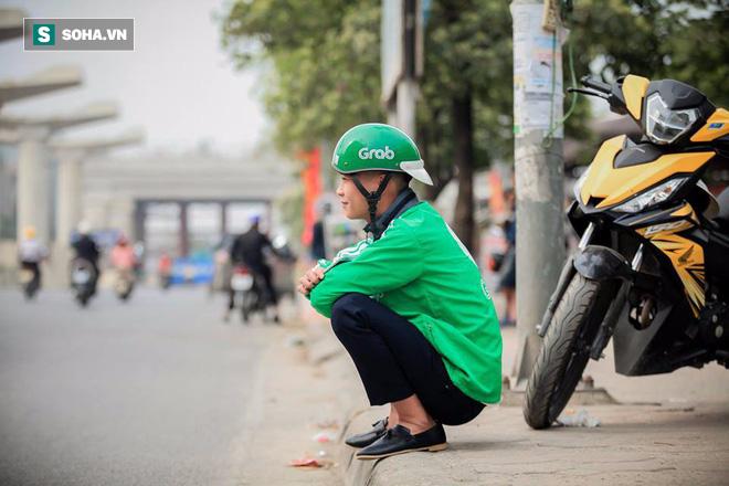 Đến ngày chụp kỷ yếu vẫn mặc áo nghề, sinh viên nghèo được tặng bộ ảnh ấn tượng - Ảnh 7.