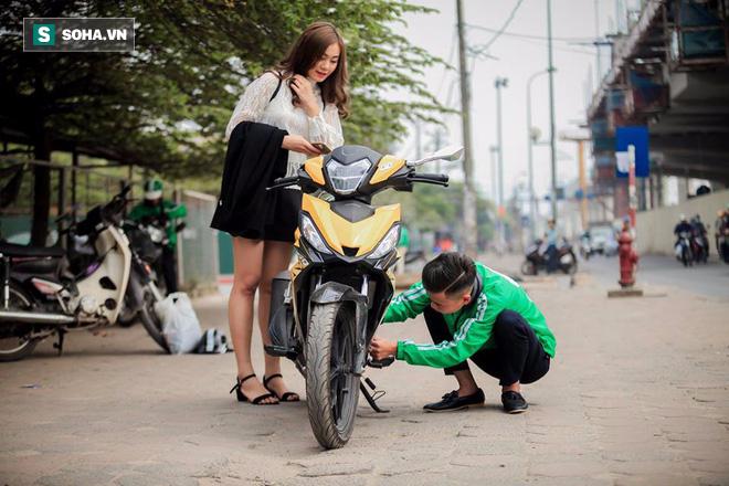 Đến ngày chụp kỷ yếu vẫn mặc áo nghề, sinh viên nghèo được tặng bộ ảnh ấn tượng - Ảnh 9.