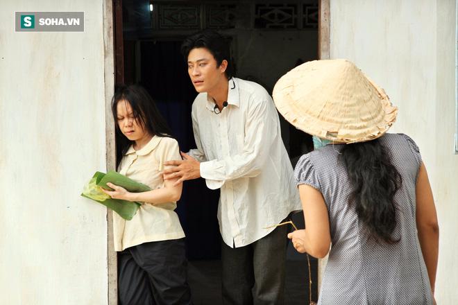 Việt Hương khắp người bầm tím, chân chảy máu vì đóng cảnh bị cưỡng bức - Ảnh 1.