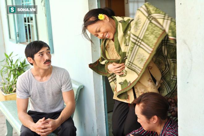 Việt Hương khắp người bầm tím, chân chảy máu vì đóng cảnh bị cưỡng bức - Ảnh 3.