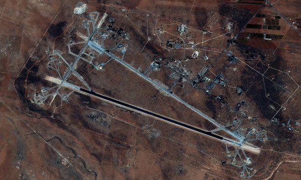 Mỹ lần đầu tấn công quân sự chính phủ Syria: Đã có thương vong ở căn cứ al-Shayrat - Ảnh 1.