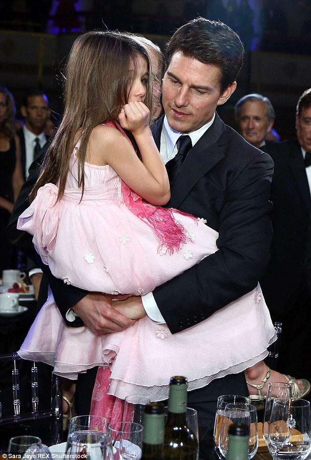 Thoát khỏi hợp đồng kỳ quặc hiệu lực 5 năm, vợ cũ Tom Cruise công khai bạn trai mới  - Ảnh 16.