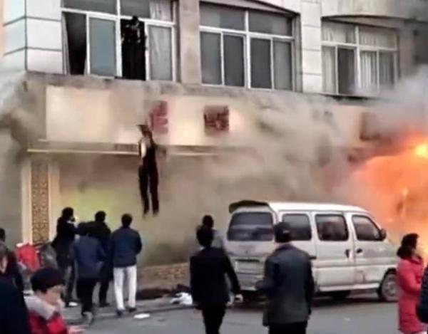 Trung tâm chăm sóc sắc đẹp bốc cháy dữ dội, ít nhất 18 người chết - Ảnh 4.