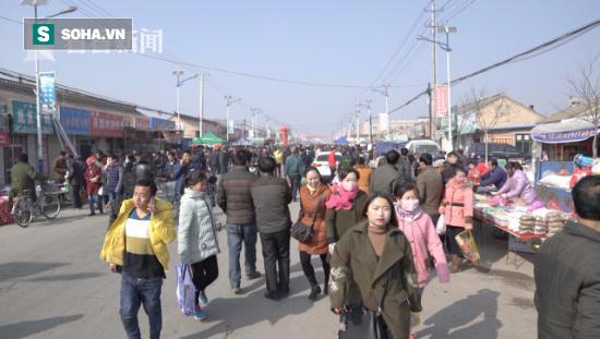 Chợ người ở nơi phụ nữ được trọng vọng như bà hoàng, 1 ngày gặp hơn 30 người đàn ông - Ảnh 1.