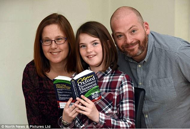 Hiếm gặp: Bé gái 10 tuổi có khả năng đọc ngược từ rất nhanh - Ảnh 4.