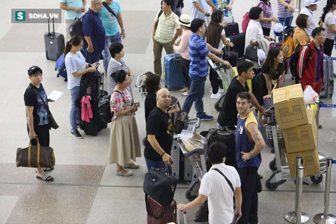 Chùm ảnh: Flores bay đêm, rời Việt Nam về Canada - Ảnh 16.
