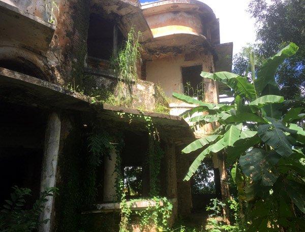 Bên trong biệt thự kiểu Pháp bị bỏ hoang hơn 40 năm ở Đồng Nai - Ảnh 3.