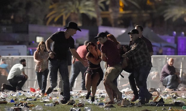 NÓNG: Hàng trăm phát súng xả vào đám đông ở Las Vegas, hơn 20 người thương vong, cảnh sát đã hạ một hung thủ - Ảnh 7.