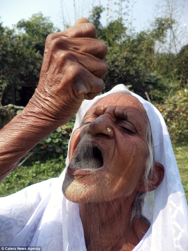 Hơn 60 năm ăn cát và cái kết làm nhiều người không tin vào tai mình của bà cụ gần 80 tuổi - Ảnh 2.
