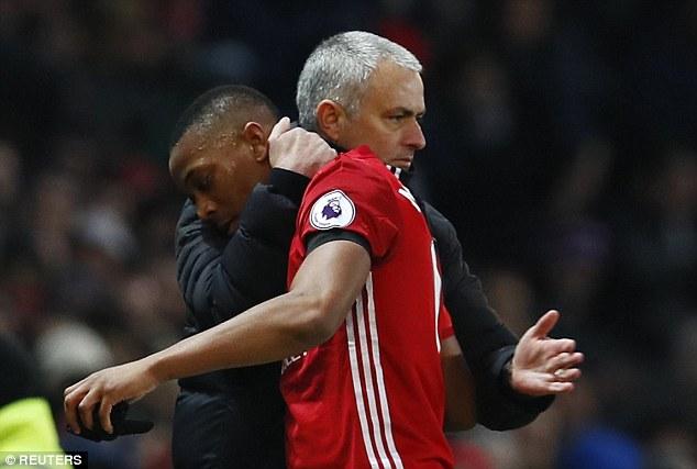 Mourinho chỉ ra sai lầm chết người khiến Man United khốn đốn của Sir Alex - Ảnh 2.